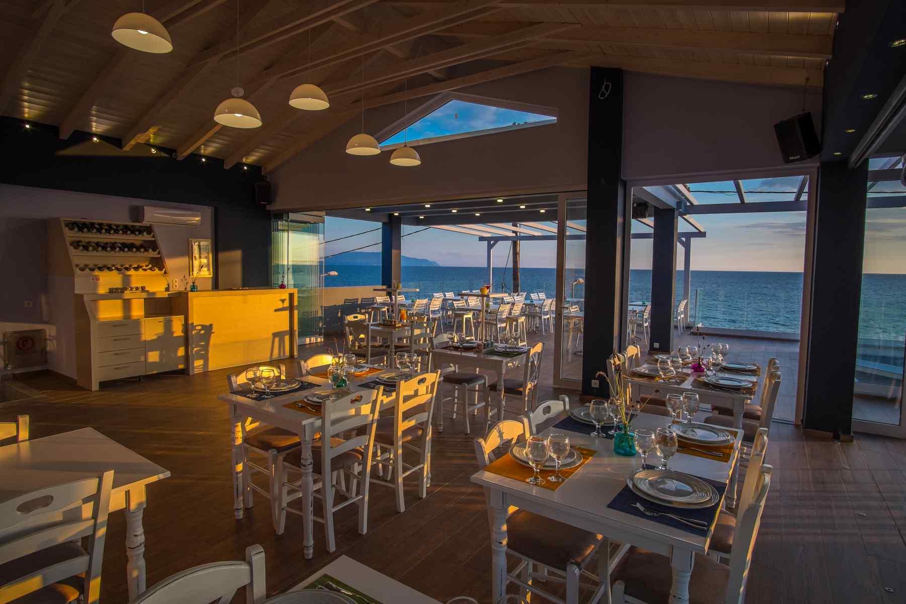 Must Boutique Hotel, Ξενοδοχείο στο Κανάλι Πρέβεζας, Εστιατόριο με ελληνικά παραδοσιακά πιάτα