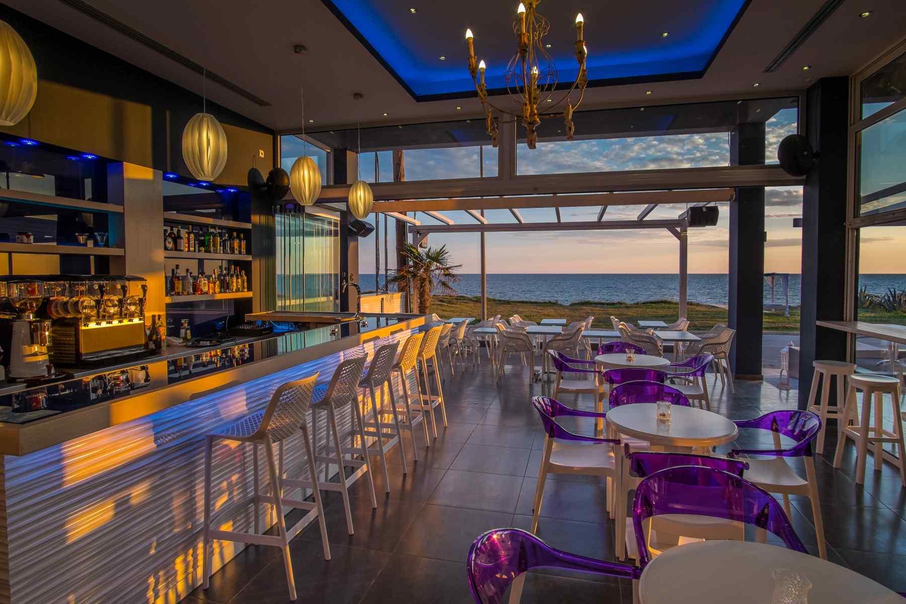 Must Boutique Hotel, Ξενοδοχείο στο Κανάλι Πρέβεζας, Caffe' Cocktail Bar, απολάυστε το ποτό σας ή τον χυμό σας