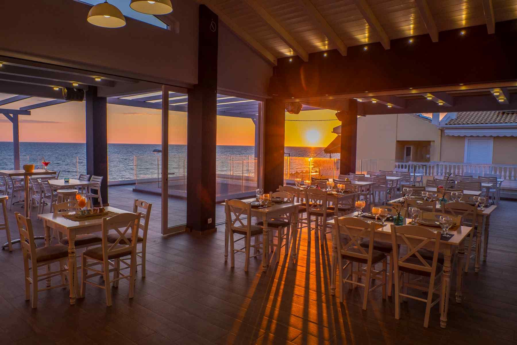 Must Boutique Hotel, Ξενοδοχείο στο Κανάλι Πρέβεζας, Μοναδική θέα από το εστιατόριο