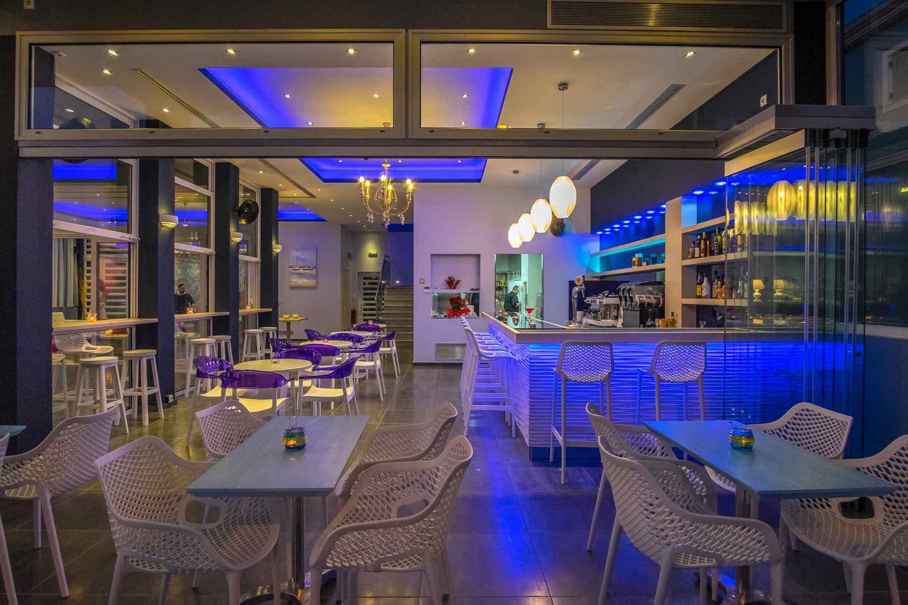 Must Boutique Hotel, Ξενοδοχείο στο Κανάλι Πρέβεζας, Άποψη του Cocktail Caffe Bar